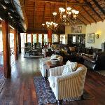 Le salon, confortable et chaleureux
