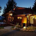 Cedar House Restaurant & Chalets Golden BC Foto