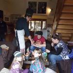 La familia disfrutando de las delicias de ChocoMuseo