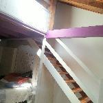 L'escalier pour l'horreur qui aura été le chambre des enfants...