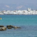 vue de Naoussa depuis plage de kolymbithres