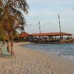 La spiaggia ed il ristorante