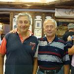 A destra della foto il signor Adriano, proprietario dell'Hotel