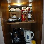 Le mini bar de la chambre