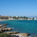 Baie et plage publique (l'hôtel est dans le fond)