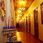 Pasillos del hotel con hermosa decoración