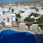 vista panoramica dal terrazzo sopra la piscina