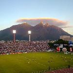 Cerro de la Silla desde el Estadio Tecnológico