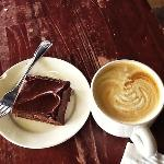 Brownie and a superb Latte at the BlackDog Coffeehouse