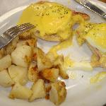 Eggs Benedict-loved the sauce