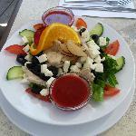 Salade méditerranéenne (vinaigrette aux framboises)