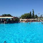 Η μεγάλη πισίνα με το σχοινί του Ταρζάν!