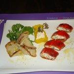 sushi di formaggio fresco e peperone con macedonia di ortaggi