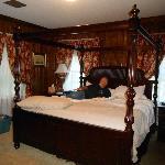 Sir Charles Room/Suite