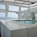 minuscule piscine du dernier étage !