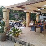 il patio grande sistemato dopo le colazioni e tutti al mare
