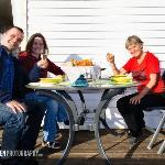 gemeinsames Abendessen auf der Terrasse