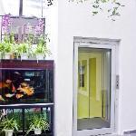 v garden hotel's lift
