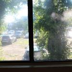 finestra stanza con affaccio parcheggio