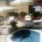 Jacuzzi terrace and lovely cozy chezlongues