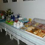 Colazione a buffet (  formaggi, salumi e pane fatto in casa, uova e bacon ); Hotel Maree