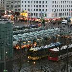 Ausblick vom Zimmer auf den Bahnhofsvorplatz