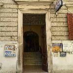 vicino alla stazione Termini un palazzo a Roma con molti hotel