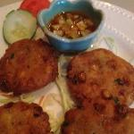 Corn patties with tamarind sauce