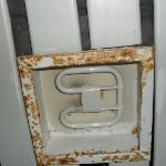 techo y alumbrado del wc,en condiciones pesimas como vereis....