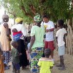 distribuzione medicinali al villaggio...