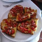 """bruschetta """"pan bagnato"""" con pomodonini"""