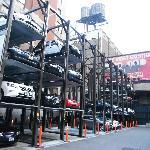 Un autre parking étagé tout près
