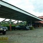 Parqueo exclusivo para los huéspedes del Hotel Sierra Arenal