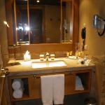 Salle de bain, baignoire et grande douche !