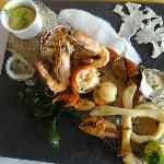 The meal I had at Thalassa called Assiette de fruits de mer sur la plage avec son aioli.