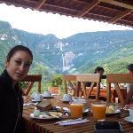 Desayunando con vista a la catarata