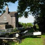 The Lock Cottage behind the pub