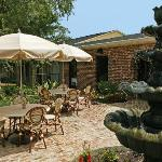 Rocco's Italian Grille Patio Dining