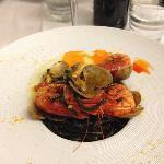 Spaghetti al nero di seppia con gamberi freschi di Bugerru e arselle di Marceddì