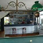 Salon, bar