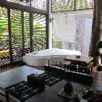 Villa Ma Kam, espace commun totalement ouvert sur l'extérieur et inutilisable après 17h (moustiq