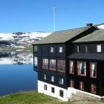 View over the lake towards Hardangerjøkulenfrom the side of the hotel