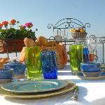 le petit déjeuner sur la terrasse face  mer