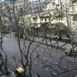 3º Piso. Vista desde la habitación hacia el Este. Se observa la marquesina del Teatro Avenida.