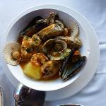 Cazuela de Marisco y pescados de roca. 24€