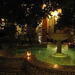 Fontaine en soirée