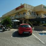 Parkeringen ved Hostal Noguera