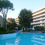 Hôtel avec chambres donnant sur la piscine
