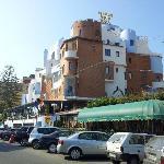 veduta dell'albergo dal lungomare di naxos