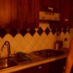 La cocina (no es oscura, la [---] la oscurece)